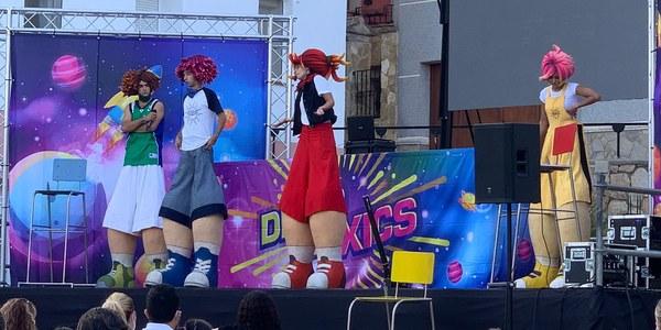 Els nens i  les nenes omplen la Plaça amb Disco per Xics